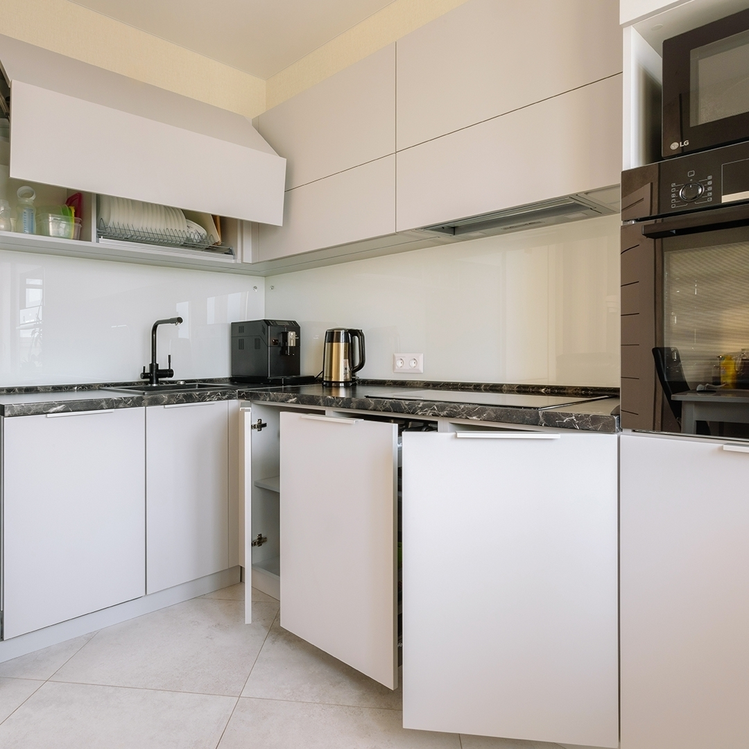 Белый кухонный гарнитур-Кухня из пластика «Модель 610»-фото4